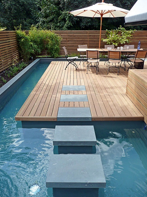 Floating stepping stones in pool argos advisors real for Piscinas minimalistas