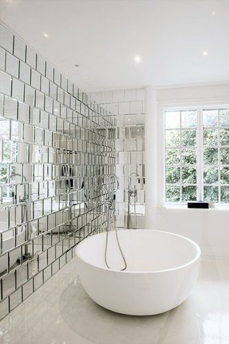 What A Bathroom The Mirror Wall Is So Original And Cool Imagine Lying In This Bathtub Aaah Inspiration